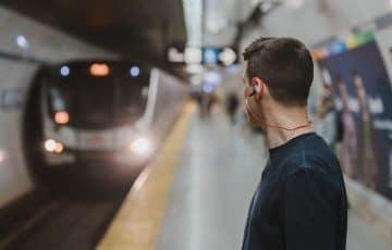 Bahnfahrt zur Wohnungsbesichtigung